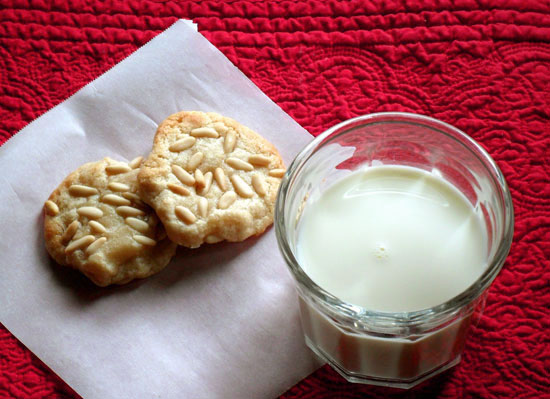 almond pine nut cookies